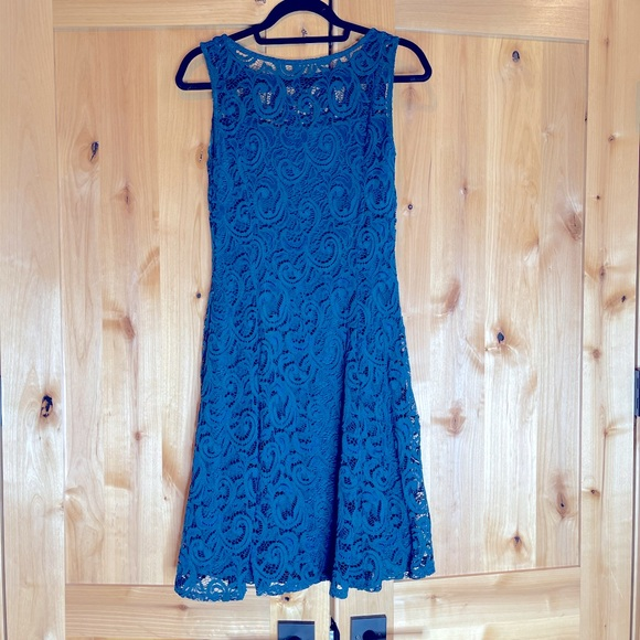 Liz Claiborne stretchy lace teal dress with lining